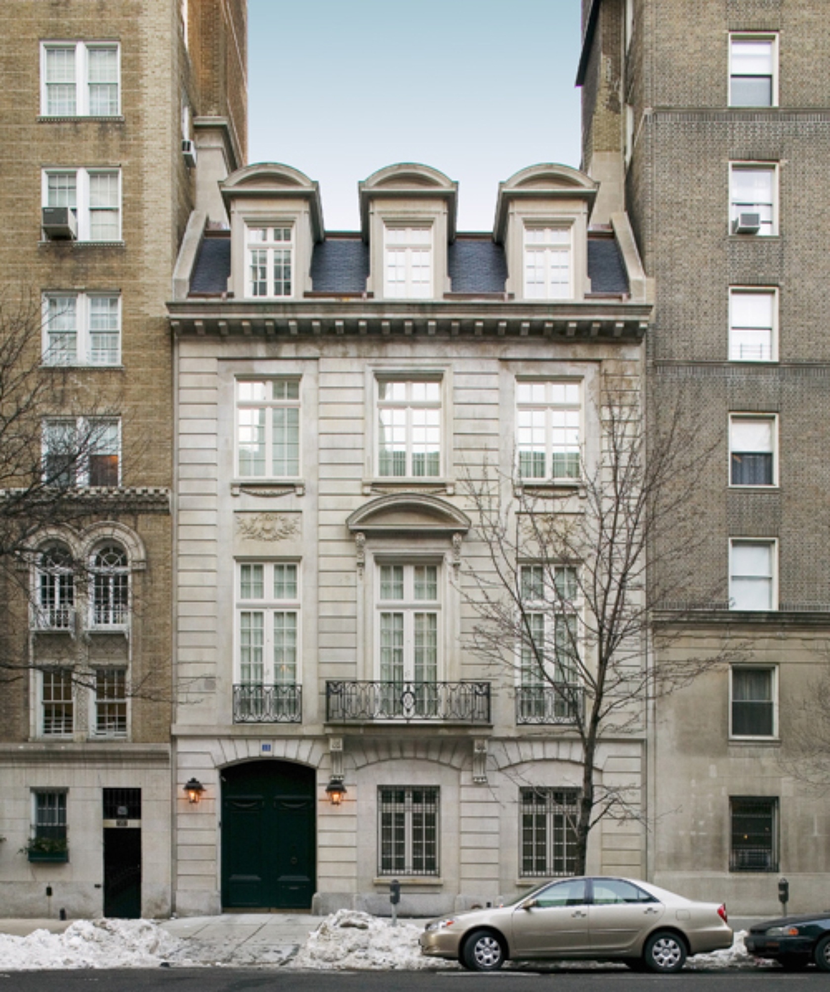 Manhattan townhouse new york city architizer for Upper east side townhouses